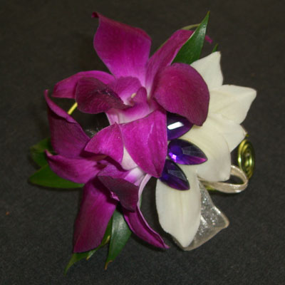 Boutonnieres and Corsages - Wholesale Flowers and Supplies